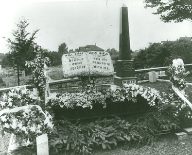 Grave of Ellen G. White, Oak Hill Cemetery, Battle Creek, Michigan, July 24, 1915